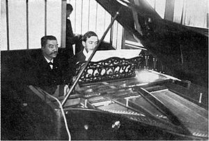 Henri O'Kelly - Henri O'Kelly (left) and Alexandre Angot recording a Pleyela roll. Source: Le Monde musical, 1907.