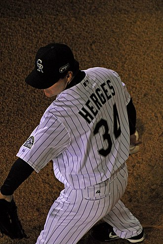 Matt Herges - Herges warming up in the bullpen