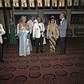 Het koninklijk paar op een galabijeenkomst met president Soeharto en zijn vrouw,, Bestanddeelnr 254-9070.jpg