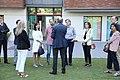 Higueras y representantes de los grupos municipales visitan la casa Ronald McDonald 02.jpg