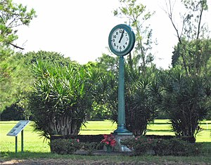 Hawaii Belt Road - 1960 Tsunami memorial clock
