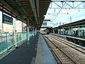 JREast-Tohoku-main-line-Shiraoka-station-platform.jpg