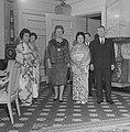 Japanse premier Ikeda met gezelschap op bezoek bij koningin Juliana Japanese prime minister Ikeda and company visiting Queen Juliana of the Netherlands.jpg