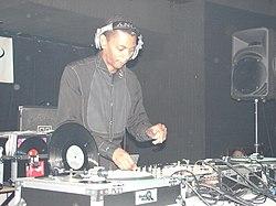 DJ mix - Wikipedia