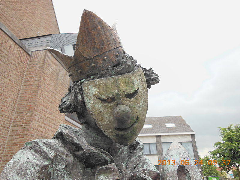 "Detail of a statue representing a folklore figure called ""jeneverdrinker"", ""jenever"" being the dutch or flemis version of ""gin"""