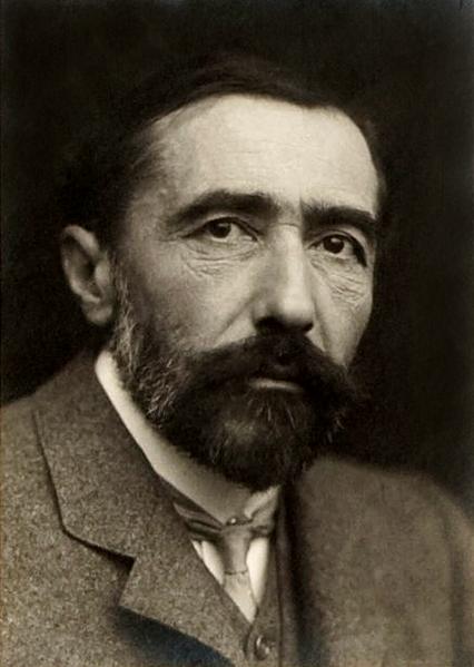"""Le """"Tableau de chasse"""" : nouveau challenge littéraire 426px-Joseph_Conrad_1904"""