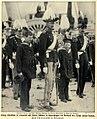 König Christian X. erwartet die Ankunft der Leiche seines Vaters, 1912.jpg