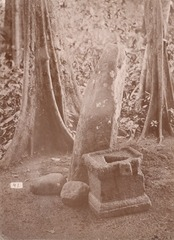 KITLV 87629 - Isidore van Kinsbergen - Sculptures at Wangkelang near Banjoemoedal in Pemalang - Before 1900.tif