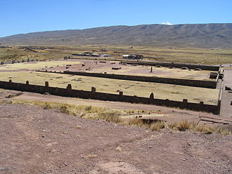 Tiwanaku River - The Tiwanaku River flows between the archaeological site of Tiwanaku and the village of the same name north west of it (on the left) and the Taraco range (in the background).
