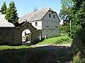 Karlovice (okres Semily), brána a štít budovy č. 8.JPG