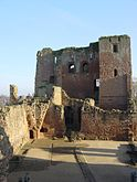 Kenilworth Castle keep from north.jpg