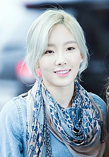 Kim Tae-yeon at Incheon Airport on May 6, 2016 01.jpg