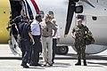 Koning Willem-Alexander arriveert per Dash-8-patrouillevliegtuig van de kustwacht op Sint-Maarten.jpg