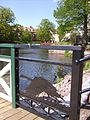 Konstnärligt skapad svan, Östergötlands landskapsdjur, vid Svartån i Mjölby centrum, den 20 maj 2007.jpg