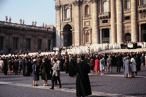 The opening of the second session of Vatican II Konzilseroeffnung 1.jpg