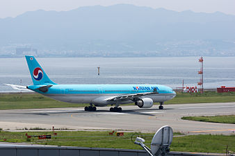 Korean Air, A330-300, HL7720 (19212914758).jpg