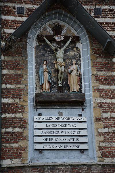 Kruisbeeld aan Kapel Onze-Lieve-Vrouw-ten-Hemel-Opgenomen, Millegem
