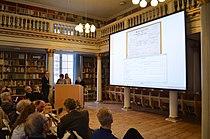 Kulturminister Uffe Elbæk taster (8166806679).jpg