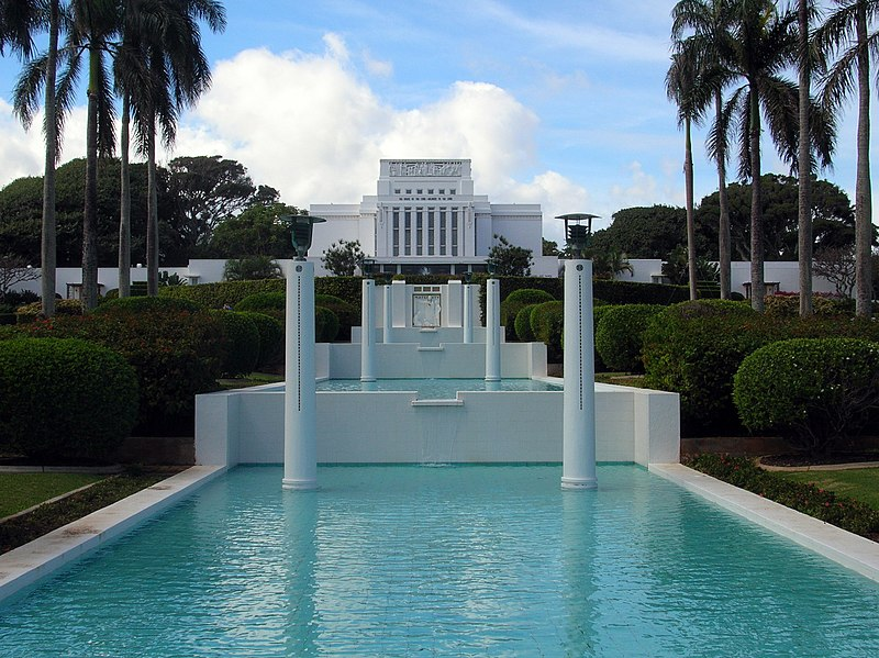 http://upload.wikimedia.org/wikipedia/commons/thumb/9/98/LDS_Laie_Hawaii_Temple_front_view.jpg/800px-LDS_Laie_Hawaii_Temple_front_view.jpg