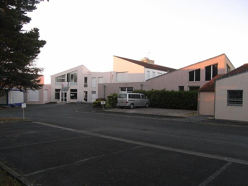 """Collège publique """"Françoise Dolto"""" à La Jarrie, commune de Charente-Maritime (France)"""