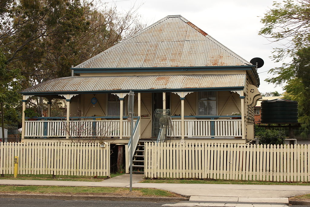 File laidley queenslander wikimedia commons for Queenslander style home designs