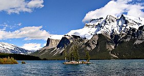 Lake Minnewanka Loop Boat Tour
