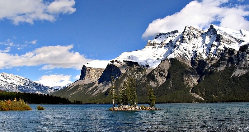 File:Lake Minnewanka 11092005.jpg