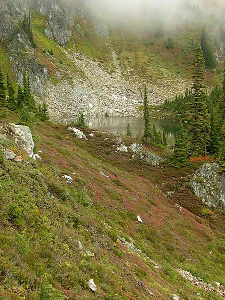 File:Lake Sally Anne (5038380968).jpg