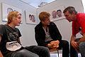 Lars Wegendal (S) fran Nordiska radet samtalar med elever fran Boskolan pa levande bibliotek under nordiska veckan i Goteborg.jpg