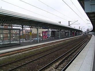 Le Raincy–Villemomble–Montfermeil station - Platforms of the station.