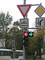 Liberec, lékárna, značení před křižovatkou.jpg