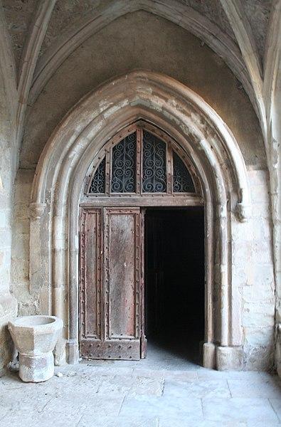 Lodève (Hérault) - porte donnant sur le cloître de la cathédrale Saint-Fulcran.