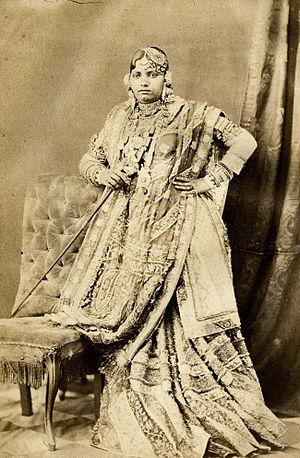 Gharara - Image: Lucknow Women 1