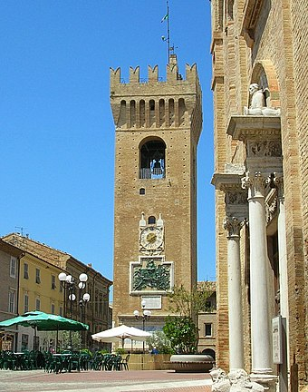 The tower of Recanati, present on Il passero solitario Macerata recanati.jpg