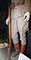 Maneesi univormunäyttely 05 valkoisen armeijan sotilas kivääri.JPG