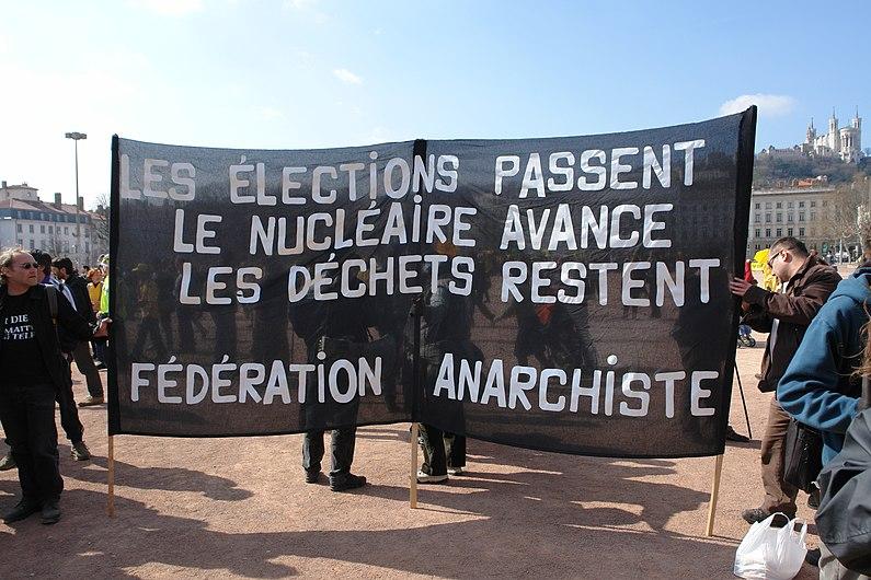 Manif EPR Lyon Bellecour banderole fédération anarchiste.jpg