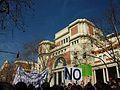 Manifestació per l'educació pública i de qualitat del 29 de febrer davant la facultat de Medicina, València.JPG