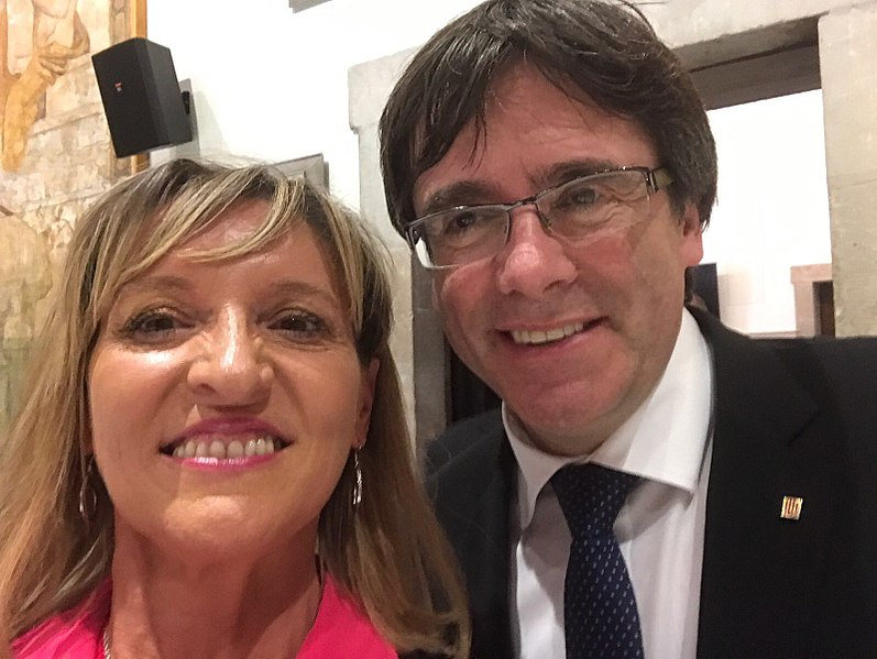 File:Martina Anderson and Catalan President Carles Puigdemont.jpg