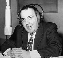 Maurizio Costanzo presenta il programma radiofonico Buon pomeriggio nel 1972