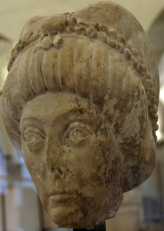 Testa di marmo rappresentante la nobildonna Licinia Eudoxia, ma a lungo ritenuta la raffigurazione plastica del volto di Teodora, per via delle somiglianze con i mosaici di Ravenna.