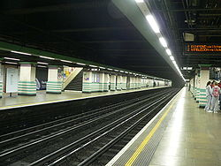 Mile End tube station 01.jpg