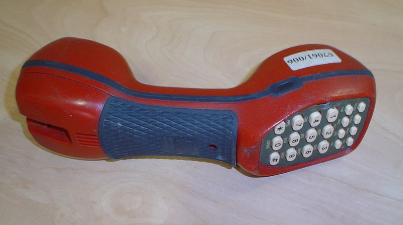 File:Moderna riparista butonara telefono.jpg