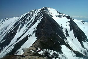 Mount Jōnen - Mount Jōnen, Jōnen Hut and the climbing trail from Mount Yokotooshi