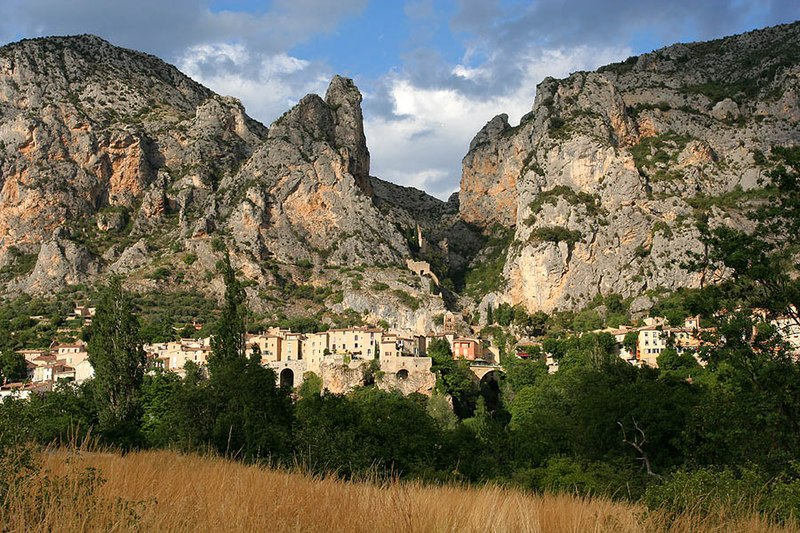 the village of moustiers ste marie and the cliffs behind