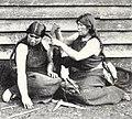 Mujeres Mapuche peinandose 1903.jpg