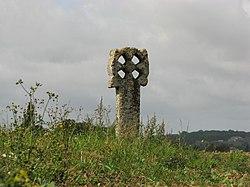 Neaufles Saint Martin - croix percée (2).jpg