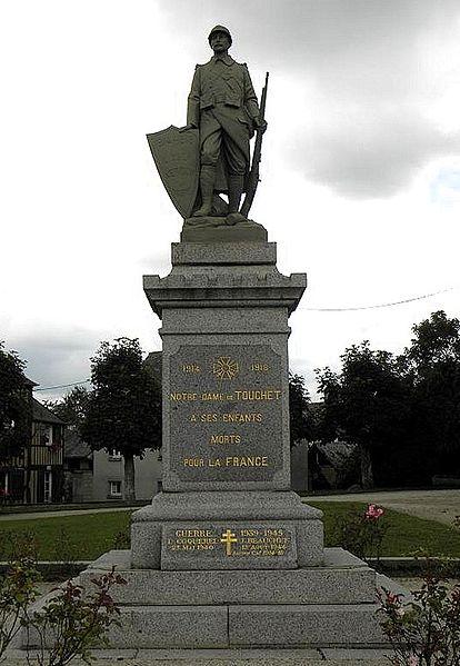File:Notre-Dame-du-Touchet (50) Monument aux morts.jpg