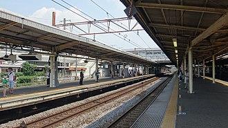Ōfuna Station - Image: Ofuna Station platforms 20150726
