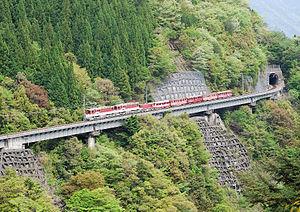 アプト式区間を通る井川線の列車(アプトいちしろ駅 - 長島ダム駅)