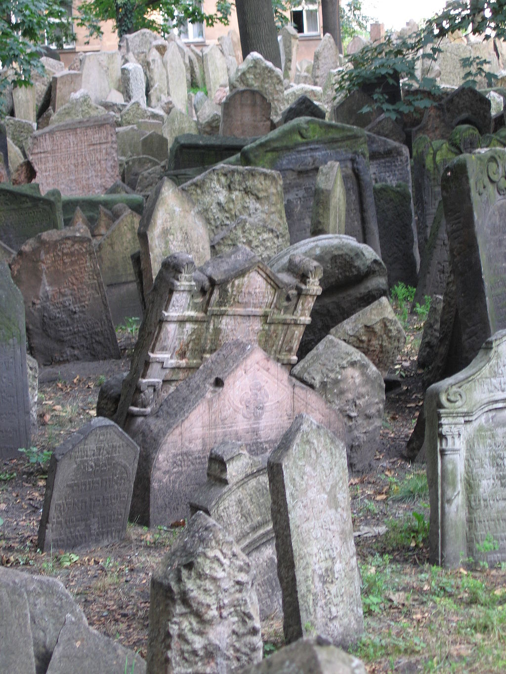Old Jewish Cemetery, Prague 052